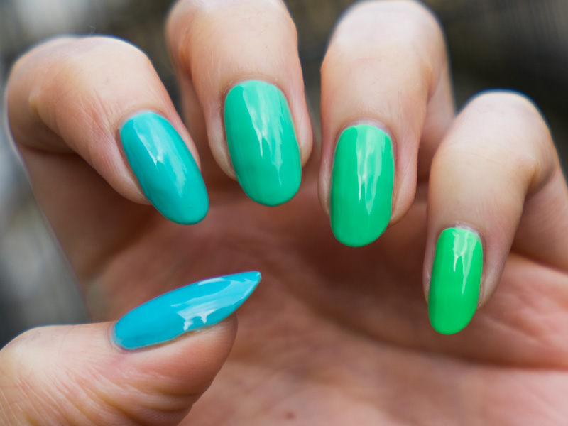 Pastel teal ombre manicure